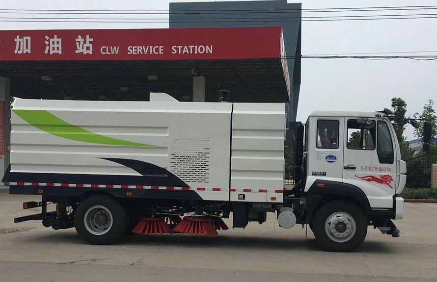 重汽8吨扫路车